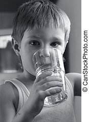 Thirst - The kid with a glass of water
