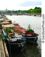 Houseboats in Paris