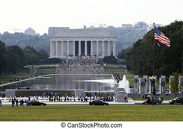Lincoln Memorial, Washington DC - Lincoln Memorial behind a...