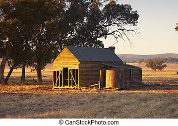 old forgotten building - old forgotton building near parkes...