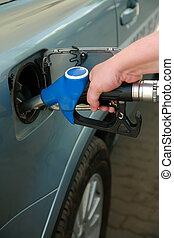Refuelling by gasoline of the modern car