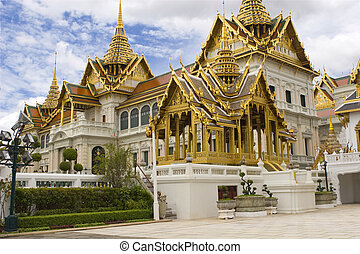 Thailands temple with gold roof and green trees