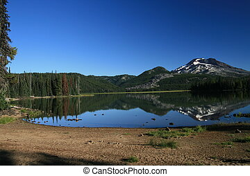 Cascade Getaway - Sparks Lake in the Oregon Cascade Mountain...