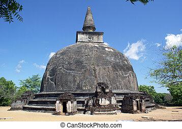 Kyry Vihara stupa - Old brick stupa in Polonnaruwa, Sri...