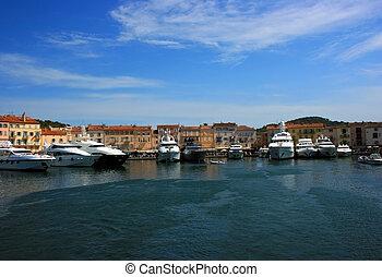 Saint Tropez quay - Marine view of Saint Tropez quay with...