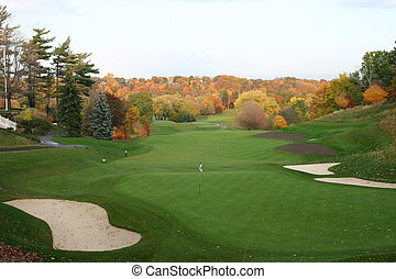 Magnificant Autumn Golf - Brillant green grass contrasting...