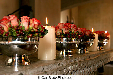 Decor Roses - Flowers and candles decorating a table