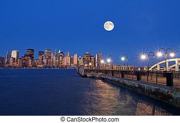 Th New York City Skyline - The New York City skyline from...