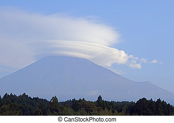Altocumulus - A lenticular cloud over Mt Fuji