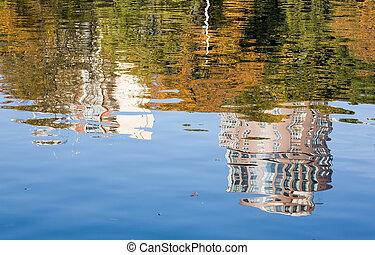 The mirror city