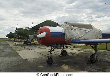 Airplane Yak-52 and An-52 - Russian airplane Yak-52 for...