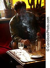 fumar, bebendo, homens