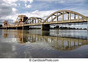 puente levadizo, reflexión