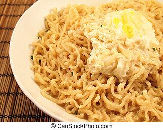 Ramen, noodles, com, ovo