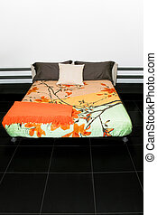 Double bed - Bedroom with big double bed and colorful sheets