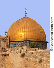 Golden Dom in Jerusalem - The golden Dom on the temple...