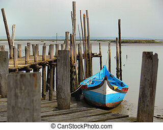 Boat Jetty - Fishing boat jetty in Portuguese river estuary