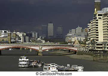 London - thames, blackfriars bridge, canary wharf - Built...