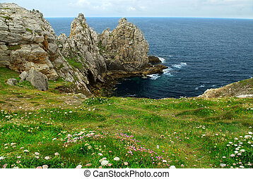 Atlantic coast in Brittany - Scenic view from Pointe de...