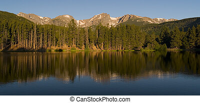 Rocky Mountain Morning - Early morning at Sprague Lake -...