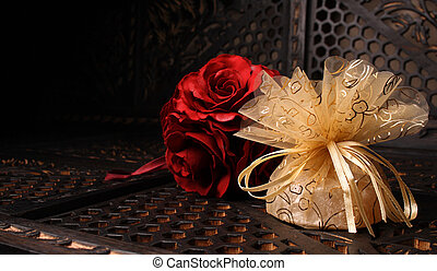 Golden Favour - Wedding Favour gift back with a red rose