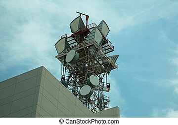 Microwave communications antenna