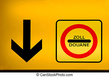 duane - a yellow indicator board with arrow and duane