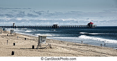 "Huntington Beach Pier - Scenic landscape of ""Surf City's""..."