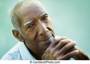 closeup, heureux, vieux, noir, homme, Sourire, appareil...