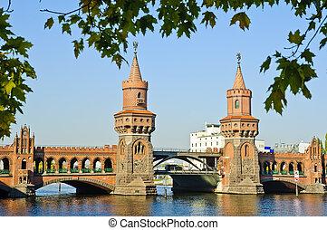 oberbaumbruecke in Berlin - Oberbaum Bruecke brigde in...