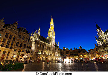 Night view of the Grand Place in Br - The Grand Place is the...