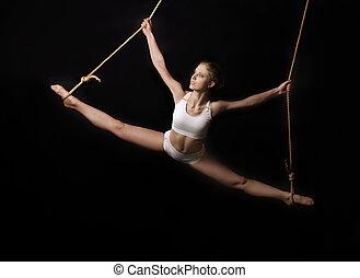 jovem, mulher, ginasta, ligado, pretas, fundo