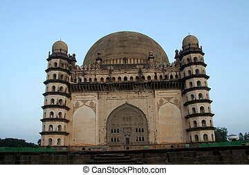 Imposing Gol Gumbaz - View of impressive building of Gol...