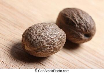 nutmeg nuts