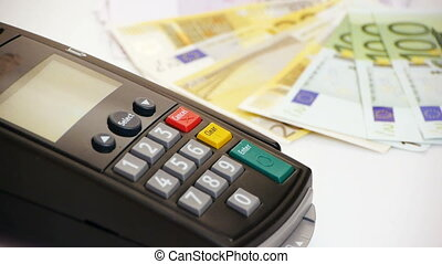 HD - CreditCard Terminal with money
