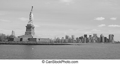 Newyork skyline - The Newyork skyline with the statue of...