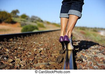 excitado, alto, calcanhar, pernas, estrada ferro, pista