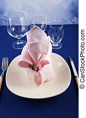 origami napkins to decorate the plates