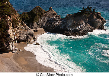 Julia Pfeiffer Burns State Park - Waterfall at the beach