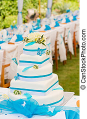 Wedding cake and table setting outdoors - Wedding cake and...