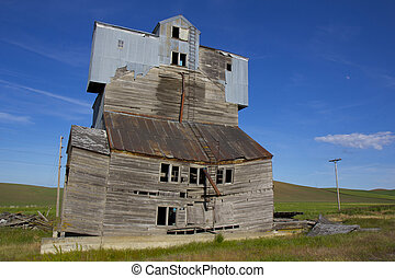 Dilapidated Grain Elevator - A dilapidated grain elevator in...