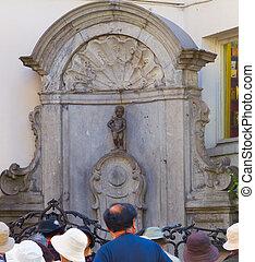 Manneken Pis statue in Brussels - Entire view of Manneken...