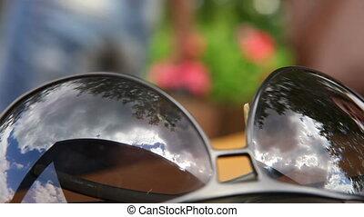 Eyeglasses reflection