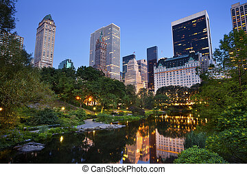 Central Park and Manhattan Skyline - Image of the midtown...