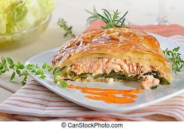 Salmon fillet on leek, baked in puff pastry