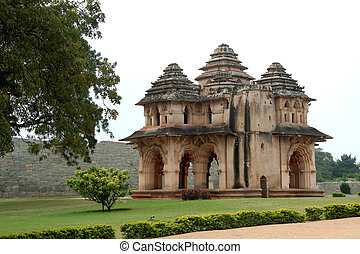 Lotus Mahal at Hampi - Renowned Lotus Mahal near Queens...