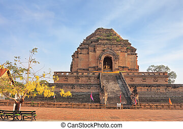 The step pyramid in which is the huge gold Buddha