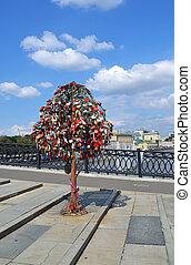 Tree of Love, Luzhkov Bridge. Moscow, Russia