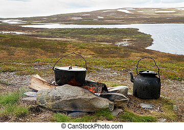 Campfire cooking in Swedish Lapland - Outdoor cooking in...