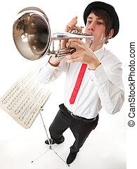 retrato, joven, hombre, juego, el suyo, trompeta